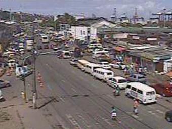 Região da Feira de São Joaquim registra lentidão e filas por conta da saída de pedestres pelo Ferry - Foto: Reprodução   Transalvador