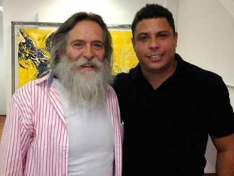 Ronaldo fez questão de tirar uma foto ao lado do ator José de Abreu - Foto: Reprodução   Twitter