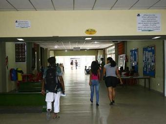 No Instituto de Biologia, alunos voltam aos poucos à rotina - Foto: Luciano da Matta   Agência A TARDE