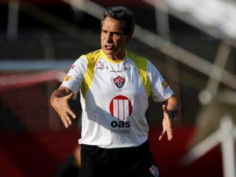 Treinador rubro-negro aproveita a manhã de treinos para ensaiar jogadas de bolas paradas - Foto: Eduardo Martins | Ag. A TARDE