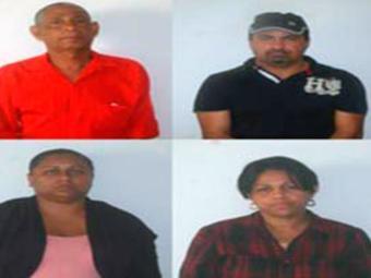 Na imagem, os detidos acusados de sonegação Samuel (esq.), Neverton, Cátia (esq. ) e Gésica - Foto: Divulgação | Polícia Civil