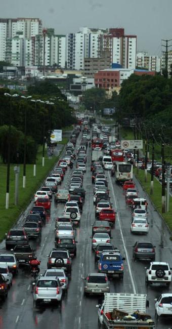 Sistemas de transportes que podem amenizar as dificuldades do trânsito nas grandes cidades - Foto: Raul Spinassé | Ag. A TARDE