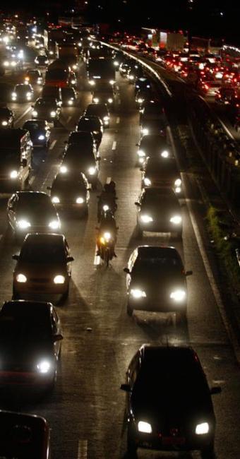 Por conta do feriado, principais vias de Salvador registrou complicações no trânsito nesta quinta - Foto: Lúcio Tavora| Ag. A TARDE
