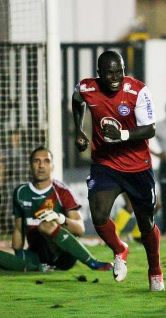 Com dois gols marcados, Jones Carioca é destaque na goleada do Bahia sobre o Vasco - Foto: Rudy Trindade | Folhapress