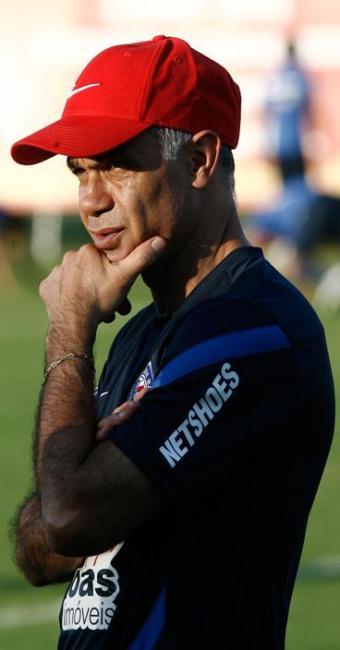Sem poder contar com Souza, suspenso, treinador tricolor avalia opções em coletivo com reservas - Foto: Fernando Amorim | Ag. A TARDE