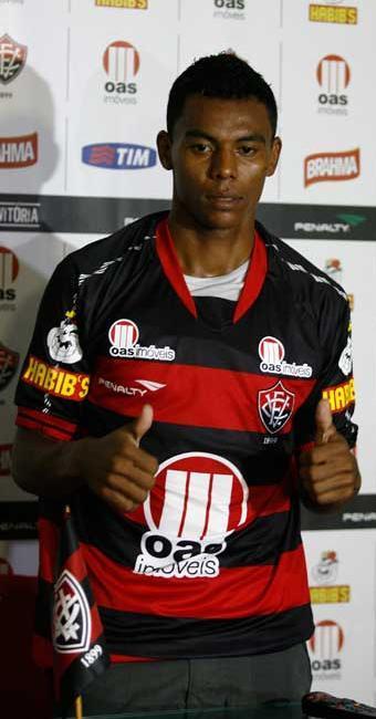 Com Nino e Léo lesionados, Carlinhos ganha nova chance e pode ser titular contra o Goiás - Foto: Luciano da Matta | Agência A TARDE