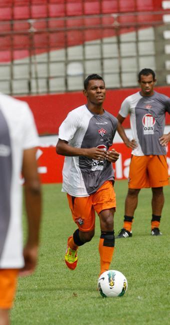 Carlinhos espera agradar o treinador Carpegiani - Foto: Gildo Lima | Ag. A TARDE