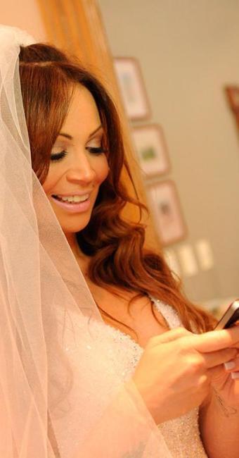 Solange Almeida usa o celular antes do casamento - Foto: Fred Pontes | Divulgação