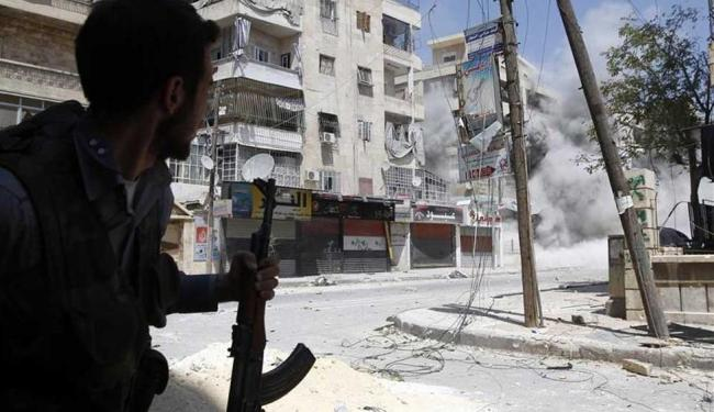Os conflitos em Damasco começaram em julho - Foto: Goran Tomasevic | Agência Reuters