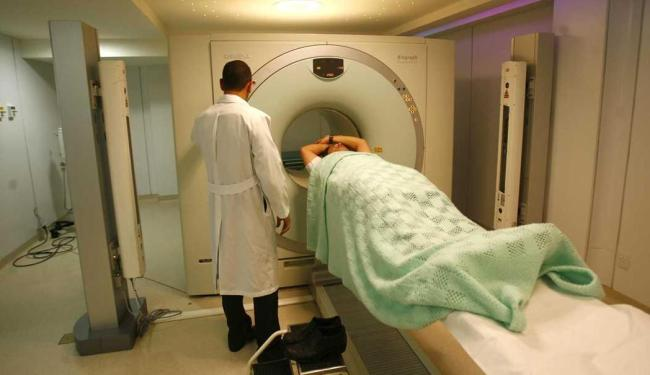 A utilização da TC 320 reduz até a metade a radiação a que o paciente é exposto - Foto: Xando Pereira   Arquivo   Ag. A TARDE