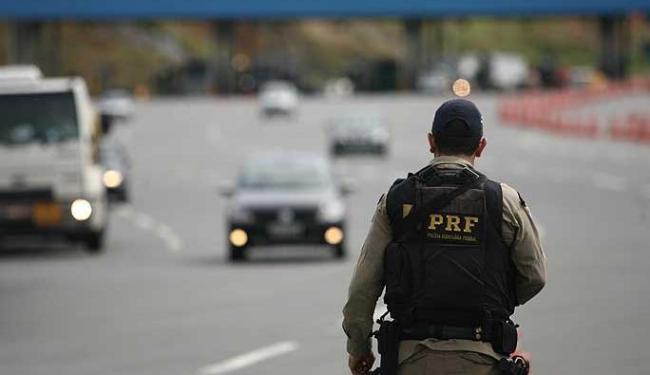 PRF estará orientando motoristas na Operação Independência - Foto: Raul Spinassé | Agência A TARDE