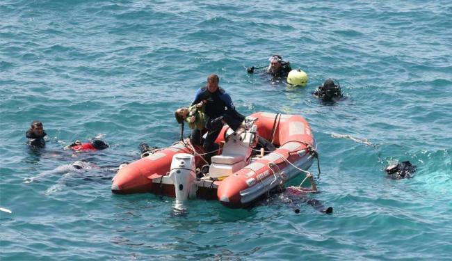 Equipe resgata busca sobreviventes no Mar Egeu - Foto: Safak Yel | Ihlas News Agency | Ag. Reuters