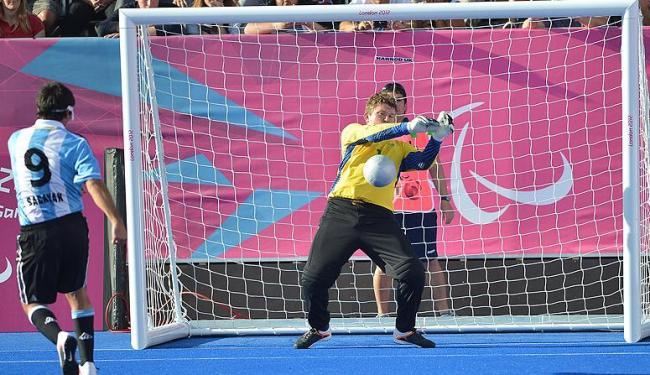 O goleiro brasileiro Fábio se destacou defendendo duas cobranças de pênalti - Foto: Bruno de Lima/CPB