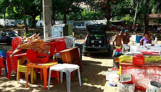 Carros de som, isopores e muita bagunça nas areias de Boa Viagem - Foto: Lúcio Távora | Agência A TARDE