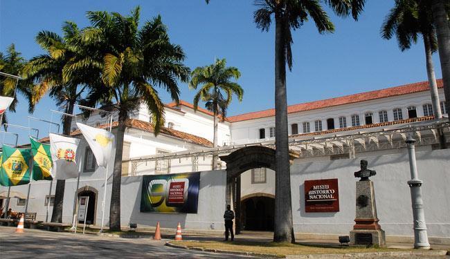 O prédio do Museu Histórico Nacional abrigou a primeira transmissão de rádio no Brasil - Foto: Agência Brasil