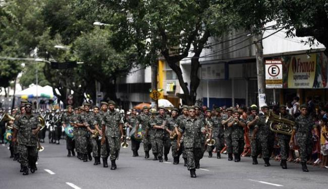 Nesta manhã, o exército desfilou em comemoração ao sete de setembro em Salvador - Foto: Raul Spinassé | Ag. A TARDE