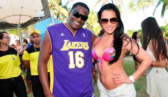 O ator Jacaré também aproveitou a festa ao lado de Kelly - Foto: Eli Cruz | Divulgação