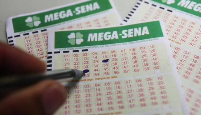 Interessados em tentar a sorte têm até às 19 horas para fazer as apostas - Foto: Arestides Baptista | Agência A TARDE