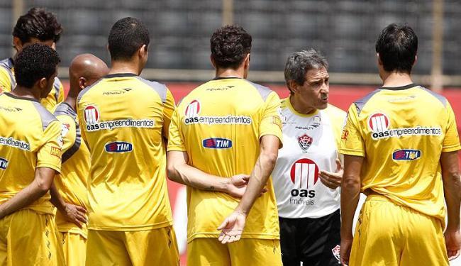 Carpegiani conversou com o elenco para sair do jejum de três jogos sem vitória na Série B - Foto: LUCIO TAVORA| AG. A TARDE