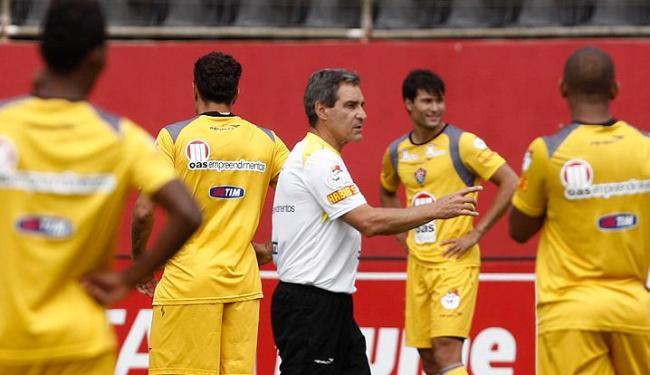 Equipe do técnico Carpegiani precisa conquistar 15 pontos em 15 jogos - Foto: LUCIO TAVORA  AG. A TARDE
