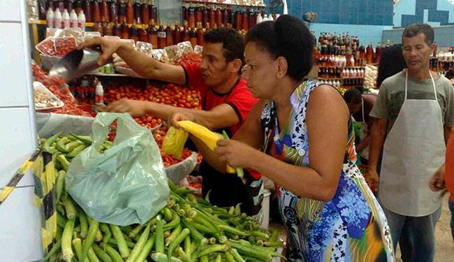 Consumidor deve ficar atento sobre a data limite para consumo - Foto: Paula Pitta | Arquivo | Ag. A TARDE