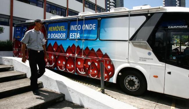 Os doadores podem comparecer ao ônibus móvel do órgão, conhecido como Hemóvel, até esta quinta-feira - Foto: Iracema Chequer   Ag. A TARDE
