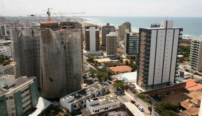 Liberação do gabarito da orla pelo novo PDDU fez surgir no bairro vários prédios com até 15 andares - Foto: Mila Cordeiro   Ag. A TARDE