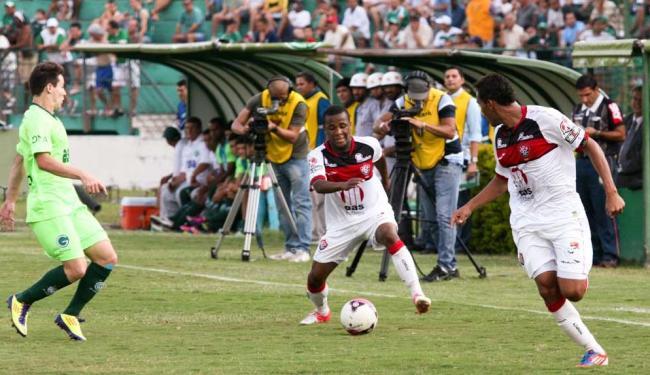 Rubro-negro domina jogo contra o Guarani, mas abusa de perder gols e não evita o 0 a 0 no placar - Foto: Luciano Claudino | Frame | AE