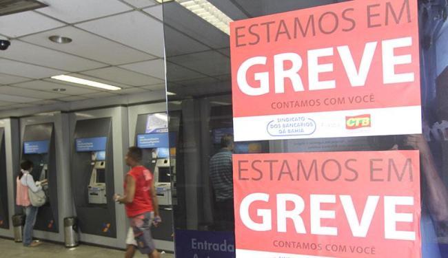 Serviços podem ser feitos nos caixas eletrônicos, casas lotéricas e internet - Foto: Lúcio Távora | Arquivo | Ag. A TARDE