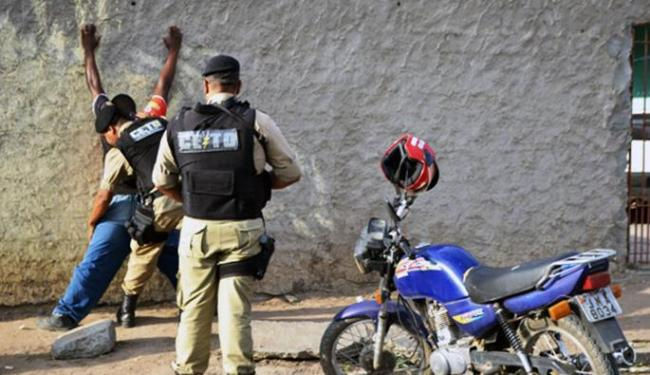 Policiais estão realizando blitzes na região - Foto: Ed Santos   Acorda Cidade