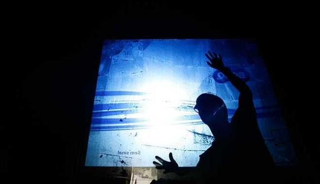 Montagem da exposição que comemora os 100 anos de A TARDE - Foto: Raul Spinassé | Agência A TARDE