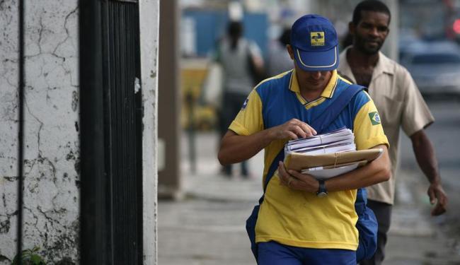 Caso haja greve, Correios afirma que pretende entregar cartas e encomendas nos finais de semana - Foto: Raul Spinassé | Ag. A TARDE | Arquivo
