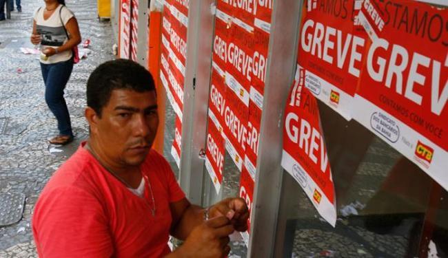 De acordo com o sindicato, 70% da categoria aderiu à greve - Foto: Marco Aurélio Martins | Ag. A TARDE