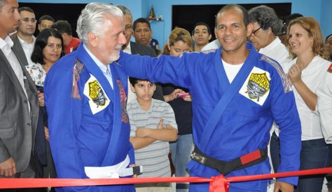 Evento teve presença do governador Jaques Wagner, que até vestiu um kimono de jiu-jitsu dado por Yur - Foto: Danilo Oliveira/MMA Bahia