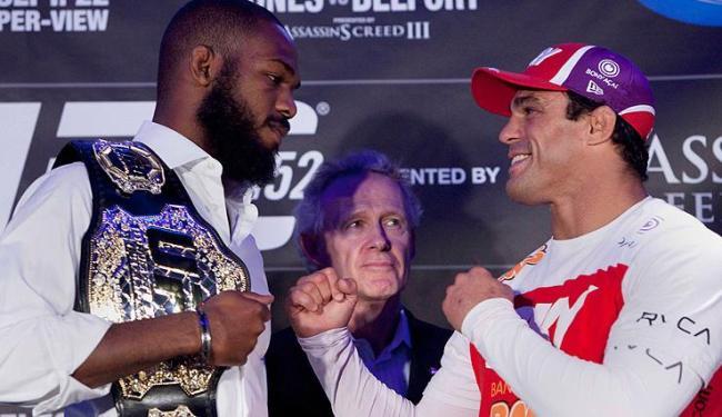 Atual campeão dos meio-pesados mostrou respeito pelo experiente lutador brasileiro - Foto: Matthew Sherwood / Agência AP