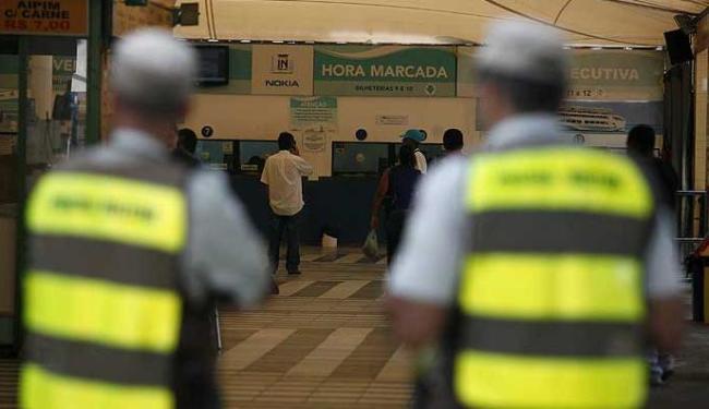 Aparato da Polícia Militar deu suporte ao início do processo de intervenção do governo na TWB - Foto: Raul Spinassé | Agência A TARDE