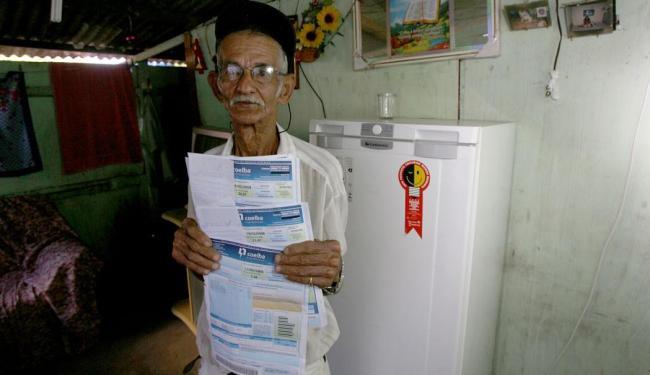 Ação da Coelba atende moradores de baixa renda de Salvador - Foto: Xando Pereira | Ag. A TARDE | Arquivo