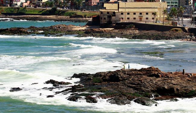 Sol deve atrair baianos e turistas para as praias da cidade - Foto: Fernando Vivas | Ag. A TARDE