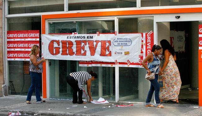 Cerca de 80 % das agências bancárias do Estado estão fechadas - Foto: Marco Aurélio Martins | Ag. A TARDE