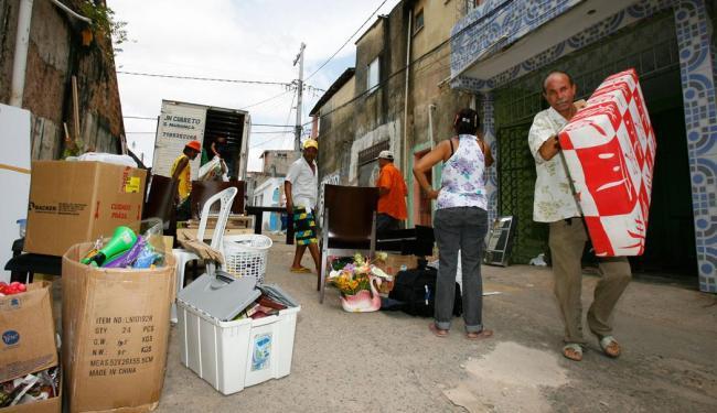 Moradores foram obrigados a deixar suas casas por medida de segurança - Foto: Marco Aurélio Martins | Ag. A TARDE