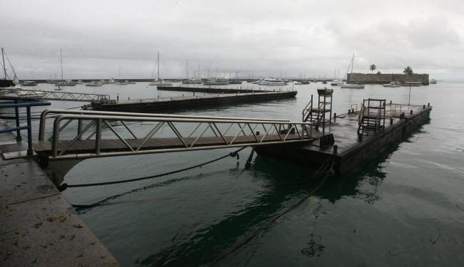 Mar agitado e ventos fortes suspenderam travessia Salvador-Mar Grande - Foto: Arestides Baptista | Ag. A TARDE