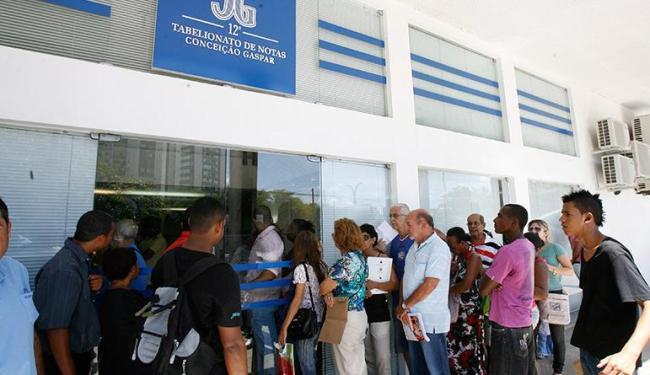 No processo de privatização, usuários penaram nas filas durante a migração dos serviços - Foto: Gildo Lima / Ag. A Tarde