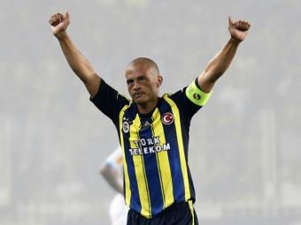 Atualmente sem clube, Alex foi ídolo no Brasil e na Turquia - Foto: Murad Sezer/Reuters