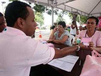Denominada Outubro Rosa, ação tem o objetivo de realizar oito mil mamografias - Foto: Mila Cordeiro   Ag. A TARDE