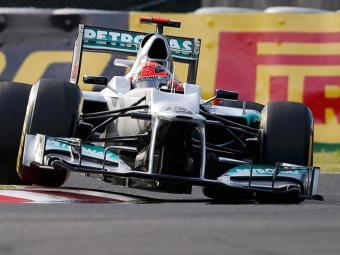 Alemão não conseguiu manter o carro na pista e chocou-se contra os pneus - Foto: Toru Hanai/Reuters