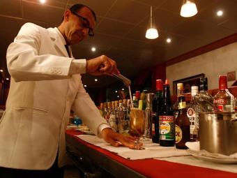 Há duas vagas para Barman no SineBahia - Foto: Arisson Marinho   Arquivo   Ag. A TARDE