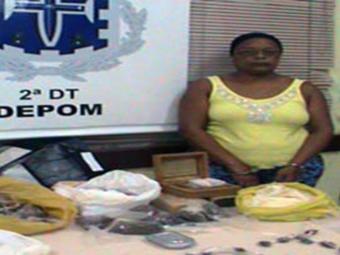 Sandra é mãe de um homem suspeito de tráfico de drogas no bairro da Liberdade - Foto: Divulgação   Polícia Civil