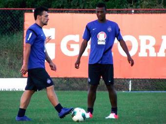 Recuperado de lesão muscular, Elias (à direita) pode ser titular no ataque do Bahia contra o Timão - Foto: Assessoria do Esporte Clube Bahia / Divulgação
