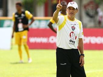 O técnico Carpegiani foi demitido na manhã deste domingo - Foto: Fernando Amorim/ Ag. A Tarde