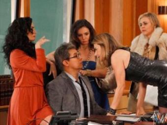 Felipe tenta se livrar das ex-mulheres - Foto: Divulgação